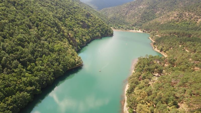 Doğanın zümrüt gerdanlığı Boraboy Gölü'nün dron ile çekilmiş mükemmel fotğrafları