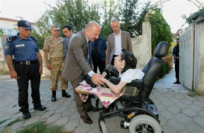 Vali Varol'dan Murat Saraç'a Doğum Günü Süprizi