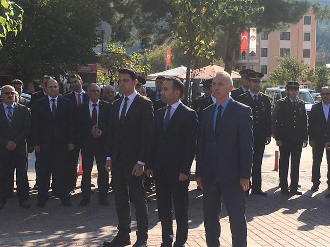 Taşova'da Cumhuriyetimizin 96. Yılı Sebebiyle Atatürk Anıtına Çelenk Bırakıldı.