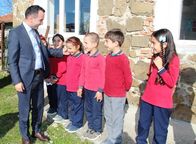 Taşova Kaymakamı Çelik'ten Köy Okulu Ziyareti