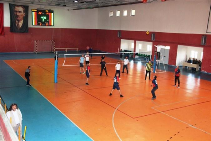Öğretmenler Arası Voleybol Turnuvası Düzenlendi