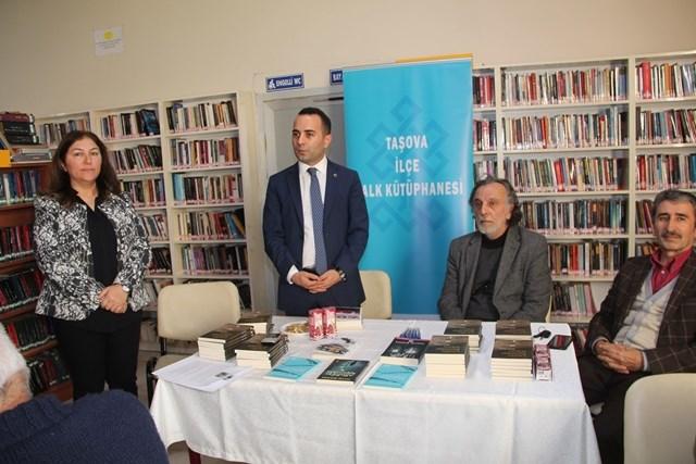 Kaymakam Çelik Yazar Recep Seyhan'ın İmza Gününe Katıldı