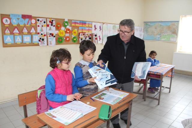 THK'den Köy Okullarına Kırtasiye Yardımı