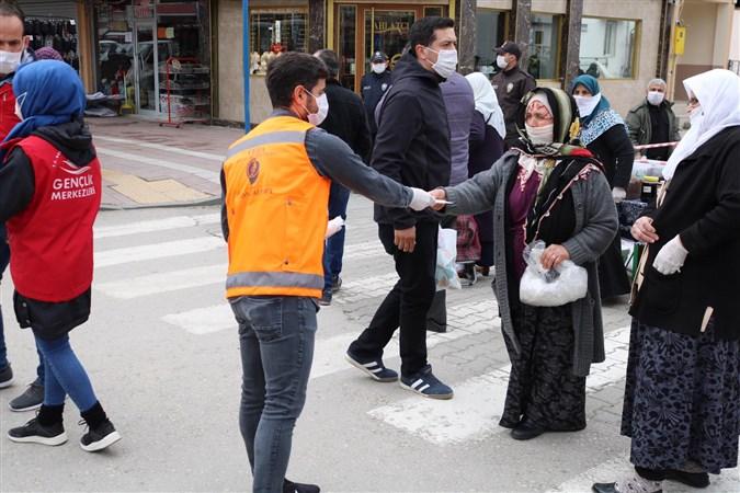 Taşova'da Maske Dağıtımı Yapıldı