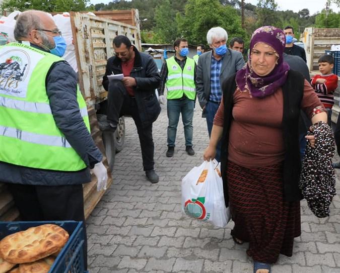 Başkan Sarı,Uluköy ve Çevre Köylerinde Yaşayan Vatandaşlara Ramazan Kolileri Dağıttı