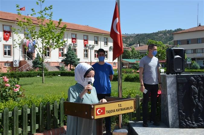 19 Mayıs Atatürk'ü Anma, Gençlik ve Spor Bayramı Kapsamında Çelenk Sunma Töreni Gerçekleştirildi
