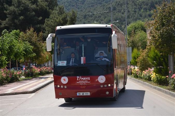 19 Mayıs Otobüsü Taşova'da Gençler için Dolaştı