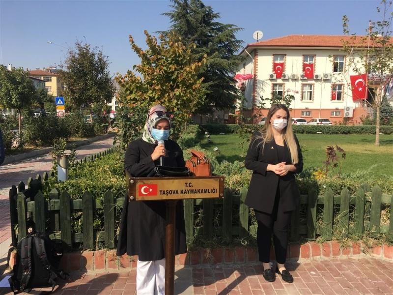 Taşova'da Cumhuriyetimizin 97. Yılı Sebebiyle Atatürk Anıtına Çelenk Bırakıldı