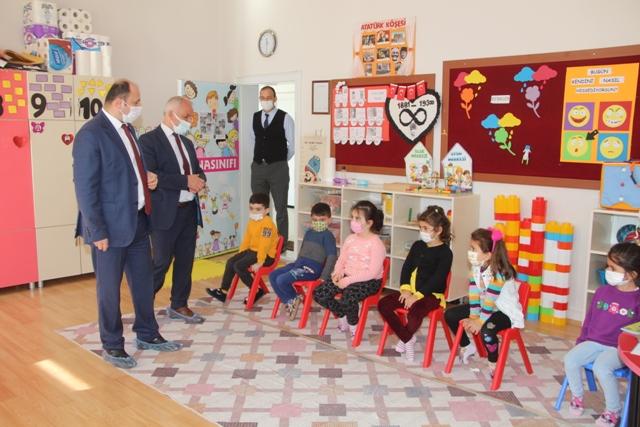 Tümer,Yüz Yüze Eğitimin Başladığı Şehit Ferhat Bolat İlkokulunu Ziyaret Etti