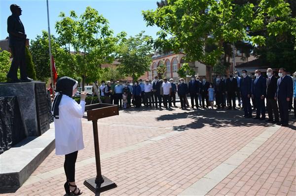 19 Mayıs Atatürk'ü Anma, Gençlik ve Spor Bayramı Kapsamında Çelenk Sunma Töreni Gerçekleştirildi.