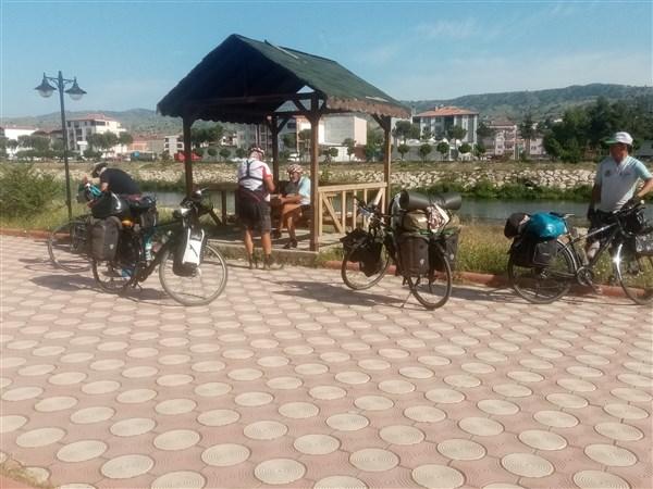 Adana dan  Yola Çıktılar Taşova da Konakladılar