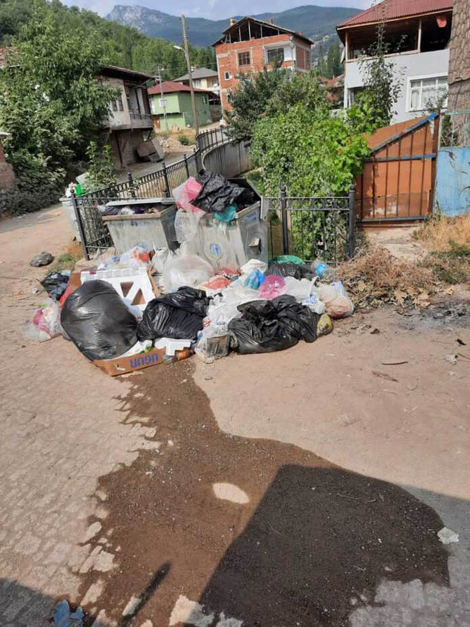 Taşova koylerinde çöpler