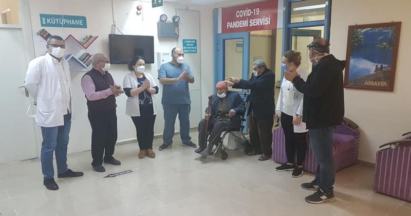100 Yaşındaki Hasta Koronayı Yendi