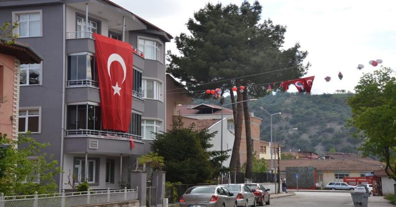 100. Yıl'da Evler ve İş Yerleri Bayraklarla Süslendi