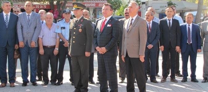 19 Eylül Şehit Ve Gaziler Haftası Münasebetiyle Atatürk Anıtına Çelenk Bırakıldı