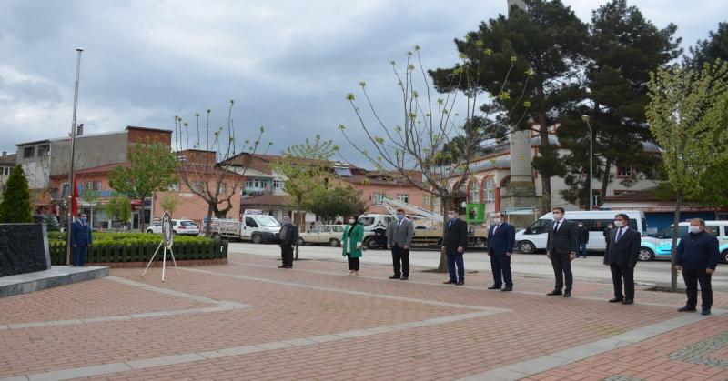 23 Nisan Ulusal Egemenlik ve Çocuk Bayramı Kapsamında Çelenk Sunma Töreni Gerçekleştirildi