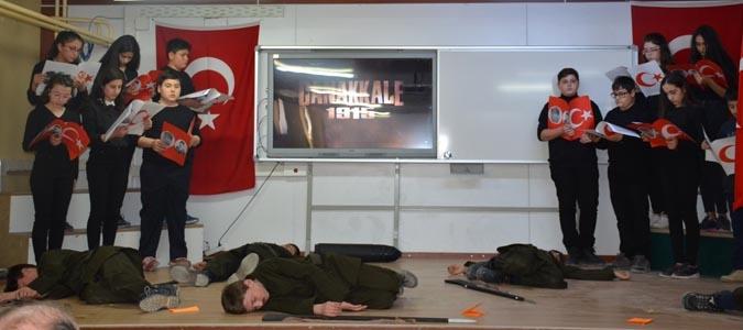 Atatürk Orta Okulunda 18 Mart Çanakkale Zaferi Tiyatrosu Yapıldı