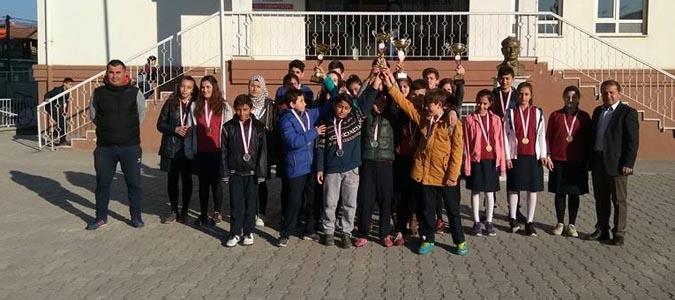 Atletizmde Atatürk Ortaokulu rüzgarı