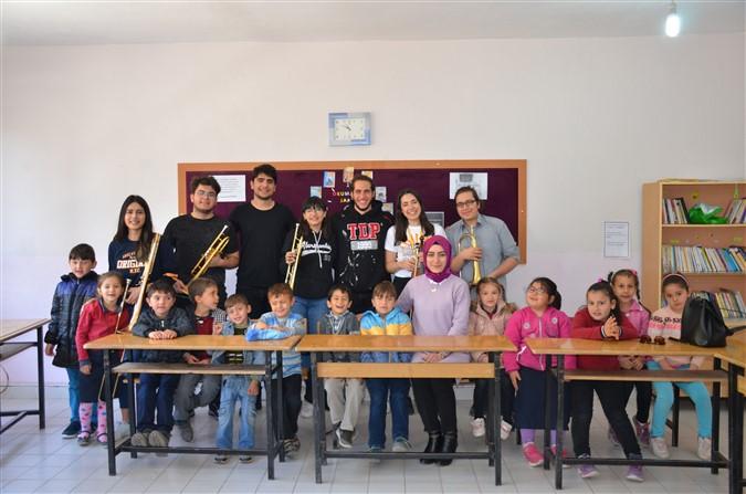 Bilkent Üniversitesi Öğrencilerinden Uluköy Ortaokuluna Kütüphane
