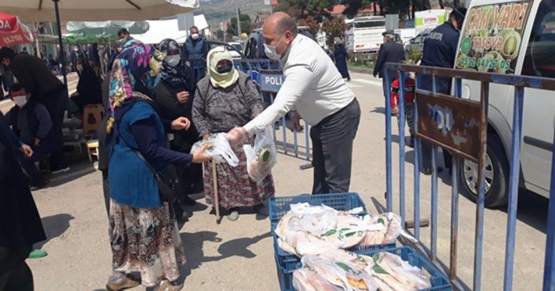 'Çam Vadi' Ramazan Ayı Dolayısı ile Pazar Yerinde Pide Dağıttı
