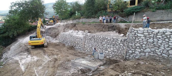 Destek ve Ilıca Köylerinde Yol Bakım ve İstinat Duvarı Çalışması