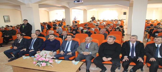 Dünden Bugüne Demokrasi Konulu Konferans Düzenlendi
