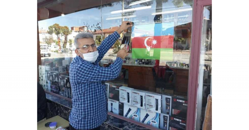 Esnaftan Azerbaycan'a Bayraklı Destek