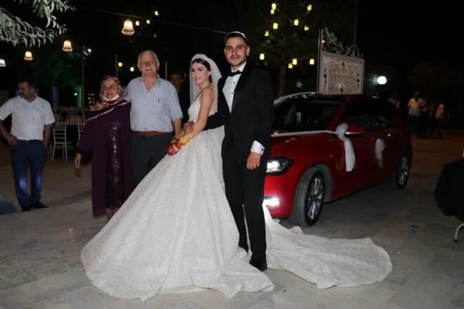 Gelinin Dedesi Hediyesiyle Düğüne Damga Vurdu!