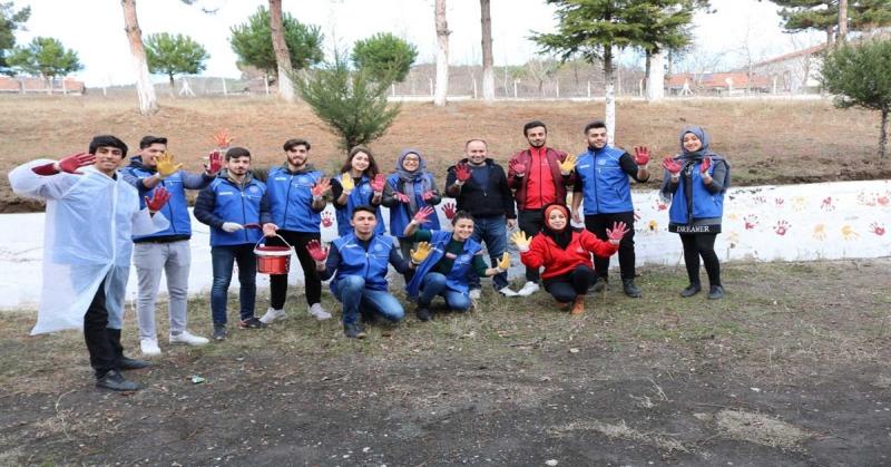 Gençlik Merkezi Gönüllü Gençleri Duvar Boyama Etkinliği Gerçekleştirdi