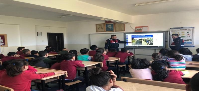 İl Jandarma Komutanlığı Öğrencilere Yönelik Uygulamalı Trafik Eğitimlerini Sürdürüyor