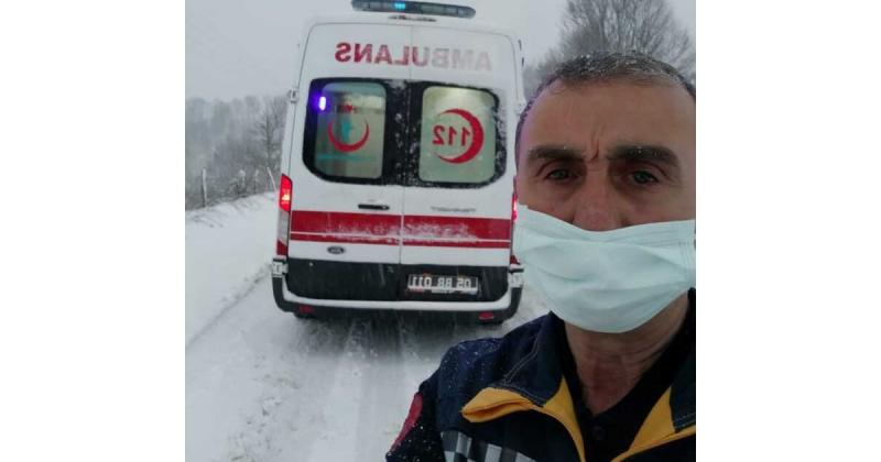 Karda Yolda Kalan Ambulans Kurtarıldı