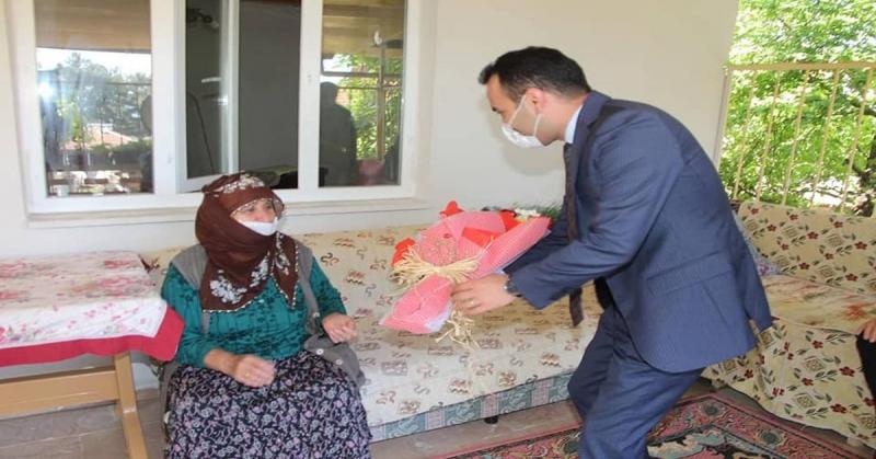 Kaymakam Çelik 100 Yaş Üstü ve Şehit Annelerinin, Anneler Gününü Kutladı