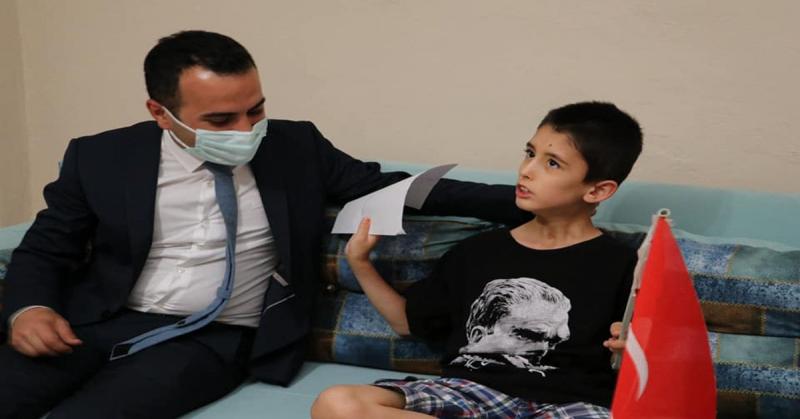Kaymakam Çelik, Engelli Umutcan Özdemir'i Evinde Ziyaret Etti