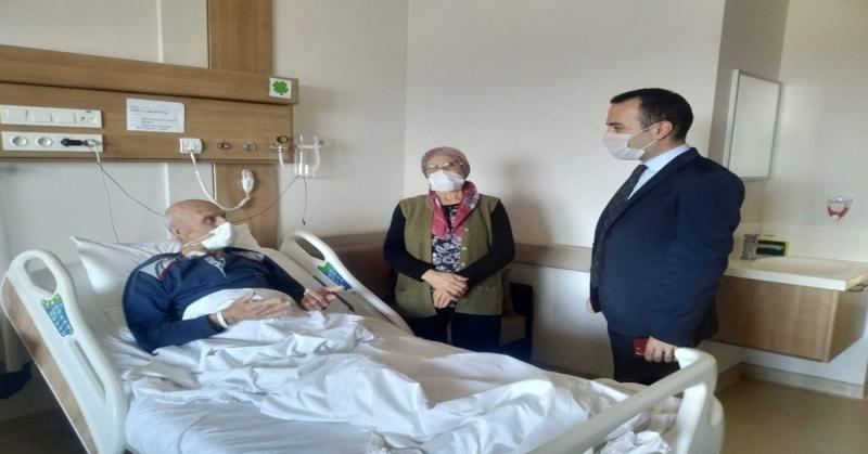 Kaymakam Çelik, Kıbrıs Gazisi Abdullah Küçük'ü Hastanede Ziyaret Etti