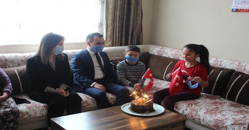 Kaymakam Mustafa Berk Çelik ve Eşi Merve Çelik'ten Çocuklara Ziyaret