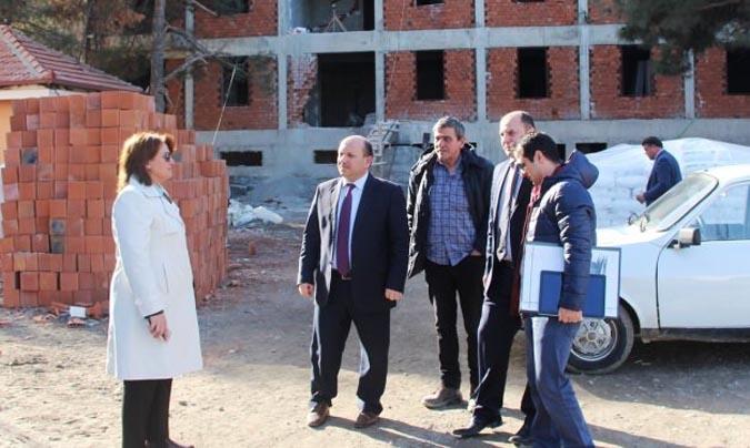 Milli Eğitim Müdürü Tümer, Anadolu İmam Hatip Lisesi inşaatında incelemelerde bulundu