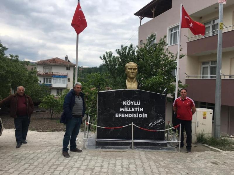 Muhtar Yılmaz, Çaydibi Köyü'ne Atatürk Büstü Yaptırdı