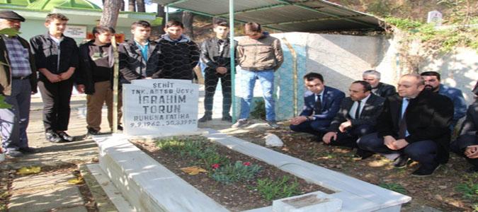 Öğrenciler Şehit Astsubayın Mezarını Ziyaret Etti