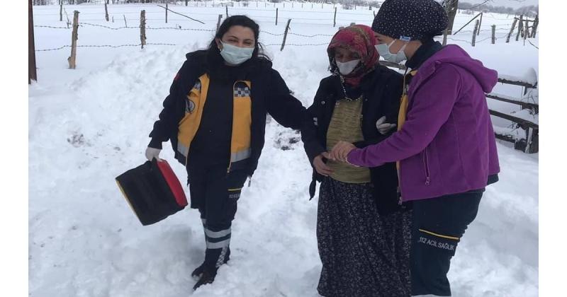 Sağlıkçılar Hastalara Ulaşmak İçin Kar Kış Dinlemedi