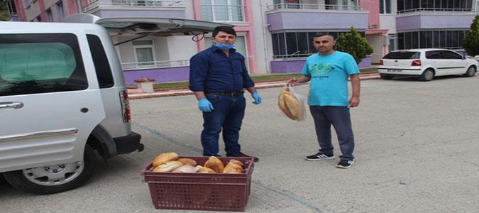 Sokak Sokak Dolaşarak Ekmek Sattı