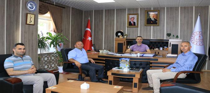 Taşova Belediye Başkanı Bayram Öztürk, İl Milli Eğitim Müdürü Doç. Dr. İlker Kösterelioğlu'nu Ziyaret Etti