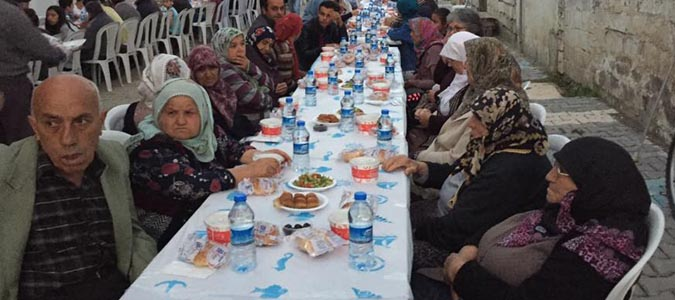 Taşova Belediyesi Yemişen Mahallesinde iftar verdi
