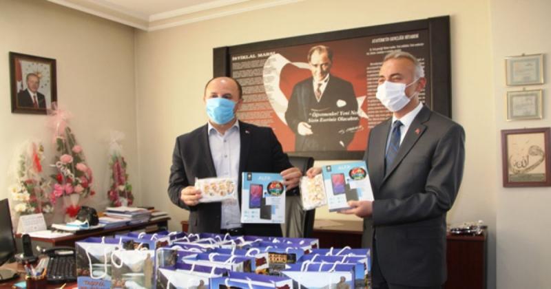 Taşova Belediyesi'nden Tablet Desteği