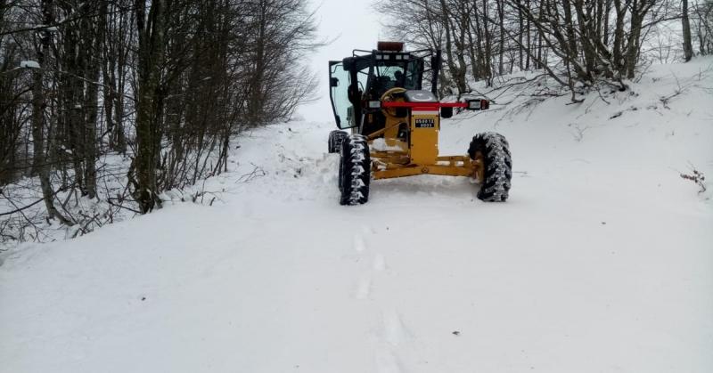 Taşova' da İl Özel İdaresi Karla Mücadele Ekibi' Köy Yollarını Açık Tutuyor