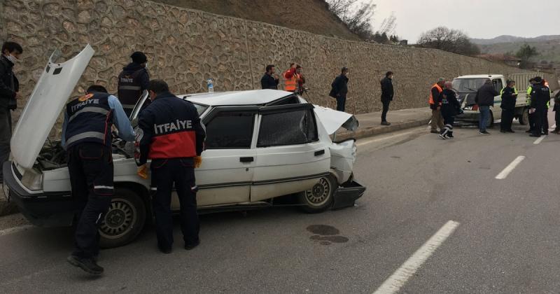 Taşova Giriş'te Trafik Kazası: 3 Yaralı