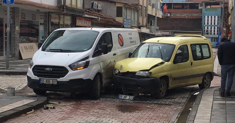 Taşova İlçe Meydanında Trafik Kazası