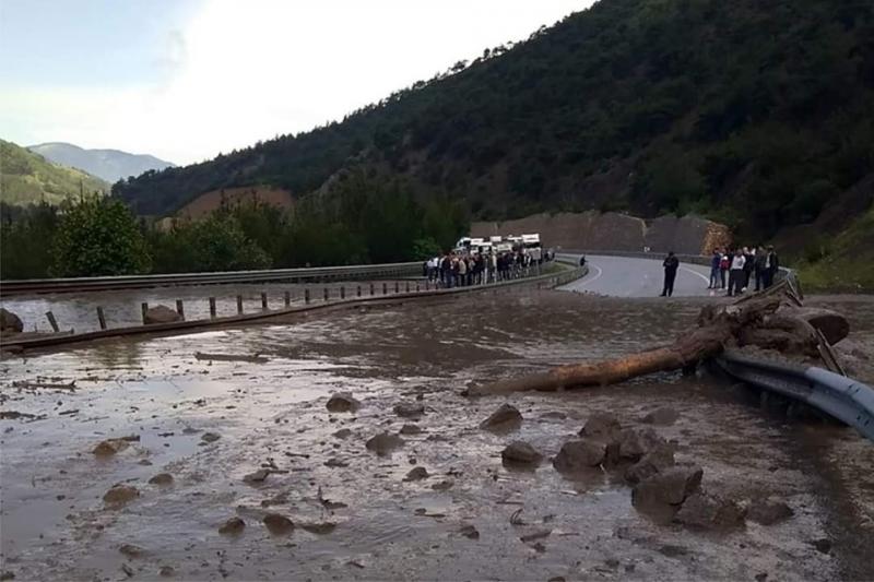Taşova'da aşırı yağış sele sebep oldu