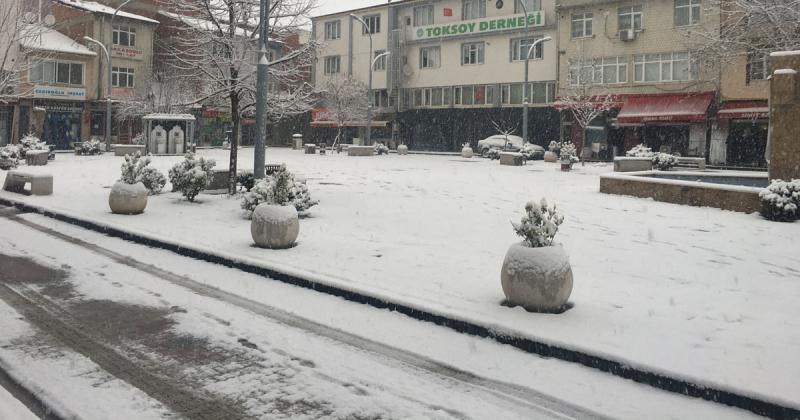 Taşova'da Beklenen Kar Yağdı