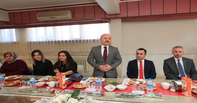 Taşova'da Dünya Kadınlar Günü Dolayısıyla Kahvaltı Programı Düzenledi