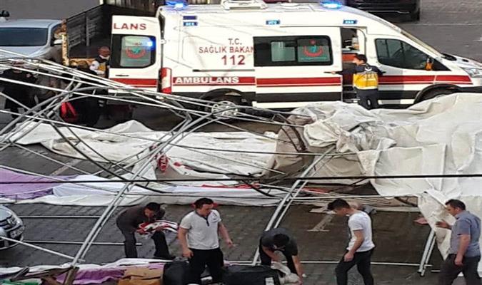 Taşova'da Etkili Rüzgar Nedeniyle Kermes Çadırı Yıkıldı